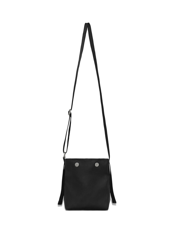 SNAP LEATHER BAG IS [BLACK]